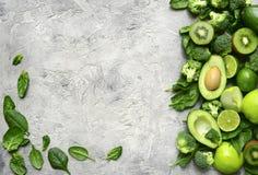 Разнообразие зеленых фруктов и овощей Взгляд сверху с spac экземпляра Стоковые Изображения RF