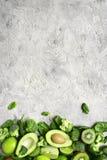 Разнообразие зеленых фруктов и овощей Взгляд сверху с spac экземпляра Стоковые Фото