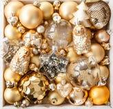 Разнообразие золотых орнаментов рождества Стоковые Фотографии RF