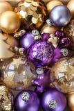 Разнообразие золотых орнаментов рождества Стоковые Изображения