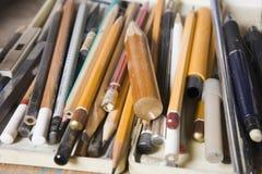Разнообразие карандашей искусства стоковые изображения
