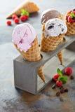 Разнообразие конусов мороженого стоковая фотография