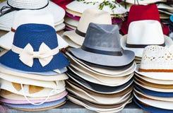 Разнообразие красивые шляпы для дам для продажи в рынке Вьетнаме Стоковое Изображение