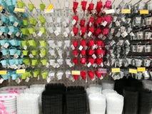 Разнообразие красочных баков для продажи в супермаркете стоковые изображения
