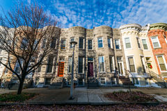 Разнообразие красочных домов строки в Hampden, Балтиморе Мэриленде стоковое фото rf
