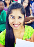 Разнообразие общины и индийская этничность уча концепцию команды стоковая фотография rf