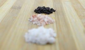 Разнообразие различного Hawaiian солей моря, черных и красных, серого Celtic, розовое гималайского, 2017 Стоковые Изображения RF