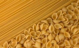 Разнообразие типов и форм сухих итальянских макаронных изделий Стоковые Изображения RF
