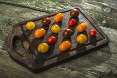 Разнообразие томатов вишни на древесине Стоковое фото RF
