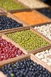 Разнообразие фасоли на дисплее Стоковые Фото