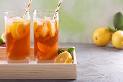 Разнообразие чая со льдом в высокорослых стеклах Стоковые Фотографии RF