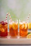 Разнообразие чая со льдом в высокорослых стеклах Стоковые Фото