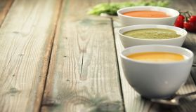 Разнообразие cream супов над старой деревянной предпосылкой Стоковое фото RF