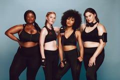 Разнообразная группа в составе женщины в sportswear стоковые изображения rf