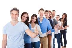 Разнообразная группа людей стоя в строке Стоковое Изображение RF