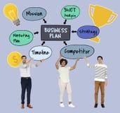 Разнообразная команда с бизнес-планом стоковые фотографии rf