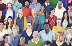 Разнообразная этническая приятельства концепция счастья отдыха совместно стоковое изображение