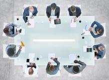 Разнообразные бизнесмены имея встречу в офисе Стоковое Изображение RF