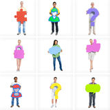 Разнообразные бизнесмены стоя держащ значок Стоковое фото RF