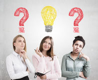 Разнообразные вопросы о шарика команды и ligth женщин Стоковое фото RF