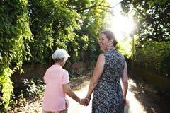 Разнообразные женщины держа руки совместно Стоковая Фотография RF