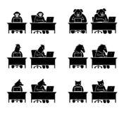 Разный вид животных используя компьютер для серфинга интернета бесплатная иллюстрация