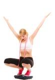 Разочарованная женщина на веся масштабе slimming Стоковые Изображения RF