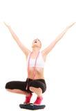 Разочарованная женщина на веся масштабе slimming Стоковые Фотографии RF