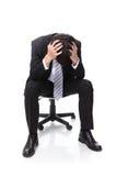 Разочарованное усаживание бизнесмена Стоковая Фотография RF
