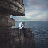 Разочарованный бизнесмен на скале Стоковое фото RF