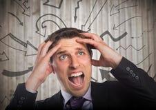 Разочарованный бизнесмен против расплывчатых деревянных графиков панели и стрелки Стоковое Изображение RF