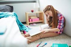 Разочарованный изучать девочка-подростка Стоковые Фото