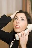 разочарованный работник телефона офиса стоковая фотография