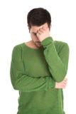 Разочарованный студент при зеленый пуловер изолированный на белом backg Стоковые Изображения RF