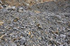 Разрабатывать минеральная фабрика с гравием и каменной стеной землерой Стоковое Изображение