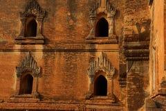 Разработанное резное изображение песчаника виска Dhammayangyi Стоковое фото RF