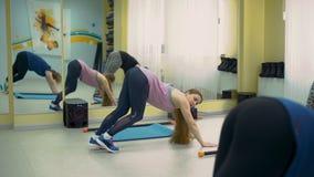 Разработка для потери веса в центре фитнеса сток-видео