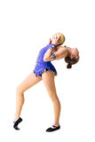 Разработка трико танцора красивого девочка-подростка спортсмена гимнаста нося голубая, делая тренировку с шариком изолировано Стоковое Изображение