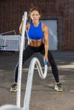 Разработка фитнеса брюнет модельная стоковое изображение