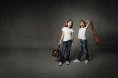 Разрешать конфликта сестер стоковые фотографии rf
