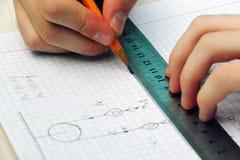 Разрешать проблему ` s physic в средней школе крупного плана eyedroppers высокий разрешения взгляд очень Стоковое Фото
