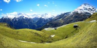 разрешение панорамы высоких гор alps Стоковое Фото
