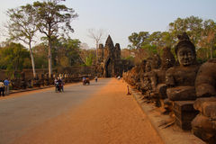 Разрешение Angkor Thom tuks мотоцилк и Tuk Стоковые Фотографии RF