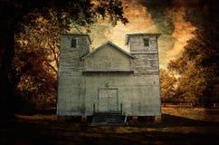Разрушанная белая деревянная церковь страны Техаса рамки стоковое изображение rf