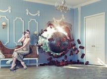 Разрушать шарик в комнате и женщине Стоковое Фото