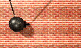 Разрушать шарик ударяя стену стоковые изображения rf