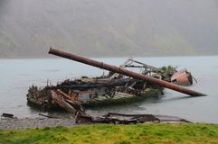 Разрушенная шлюпка в Grytvyken стоковое изображение