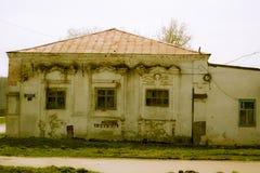 Разрушенное кирпичное здание общественной ванны в стоковая фотография rf