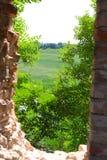 Разрушенное окно в замке Стоковые Изображения