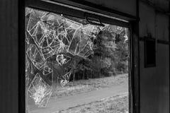 Разрушенное окно в покинутом поезде Стоковые Изображения RF